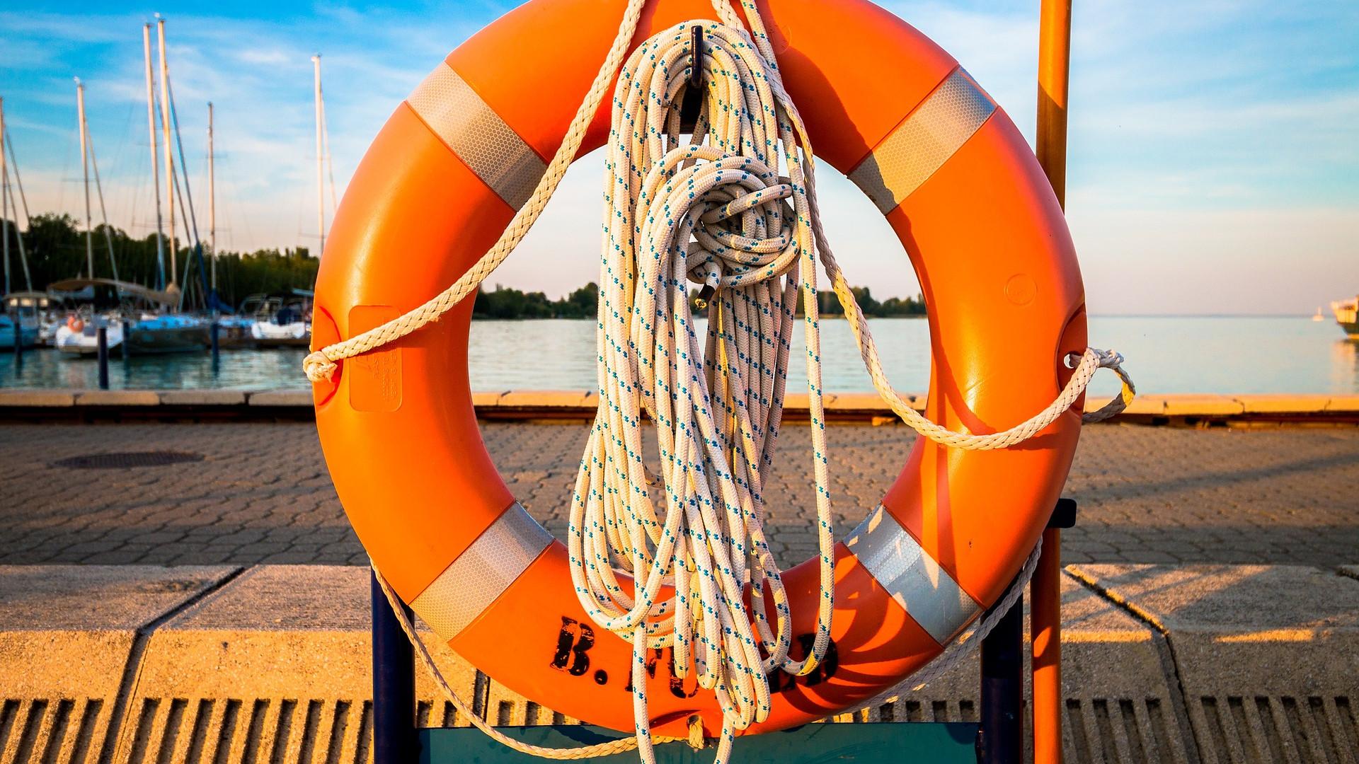 les-vacanciers-decouvrent-joies-location-dun-bateau.png